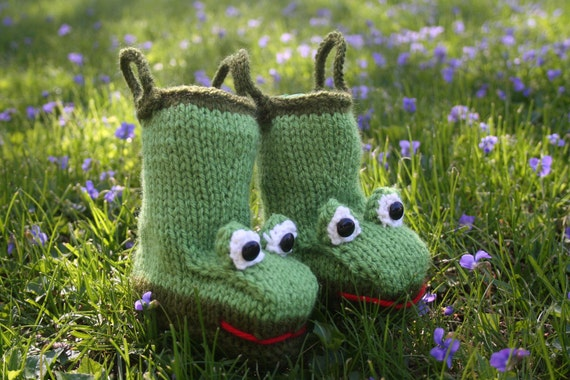PDF Knitting Pattern for Froggy Rain Booties  for Baby