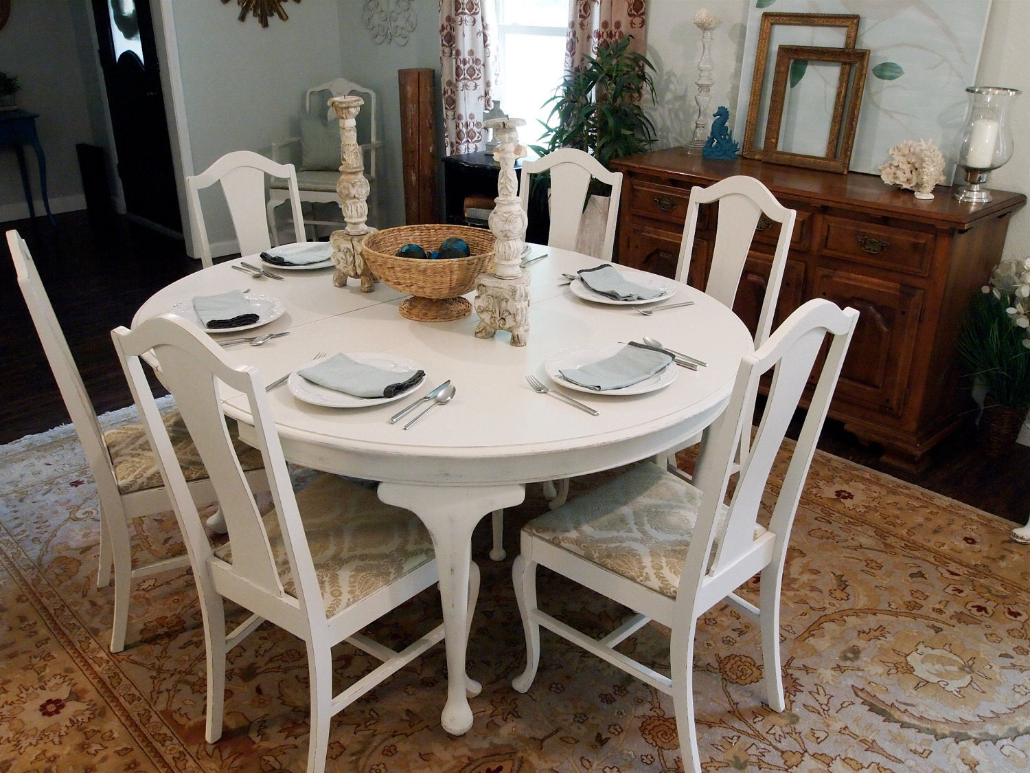 White round distressed dining table with 6 queen anne chairs for White round dining table set