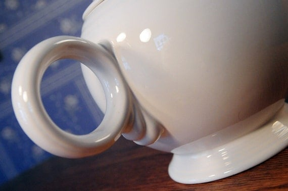 Fiesta Ware Roly-Poly and Happy Large 44oz. Teapot in Creamy White - A vintage Beauty