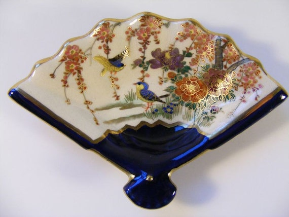 SATSUMA 3 Piece Dish Set Fan Shaped Hand Painted