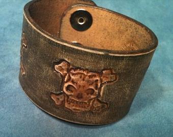 skull leather bracelet - cuff - bracelet men leather - bracelet for her - bracelet for him - leather cuff women - leather cuff bracelet men