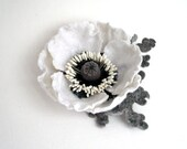 Felted flower hair clip white Poppy