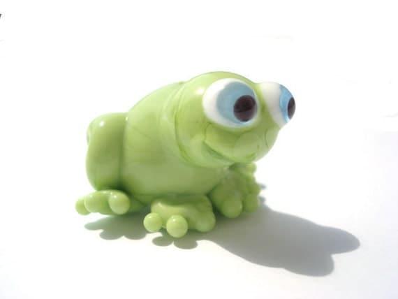 Glass lampwork green frog bead