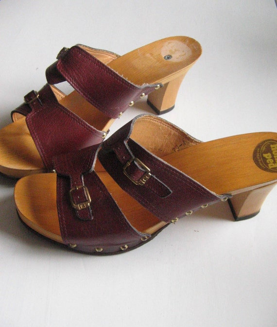 Vintage 70s Clog Sandals Size 7.5 or European Size 40 Wood and Leather High Heels Red-Brown