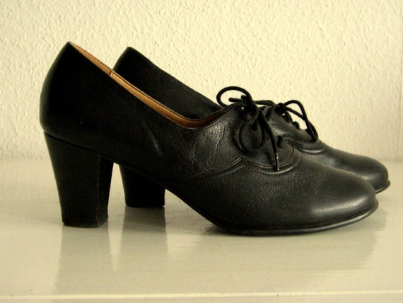 Vintage Black Leather Shoes . Size 8 1/2 . Flamenco Style from the 1940s or 50s . Lace-up High Heels