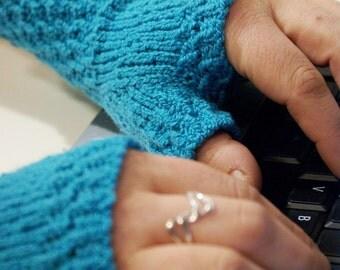 Knitting PATTERN: WOMEN'S Monday Sunday Fingerless Gloves - Hand knit fingerless gloves