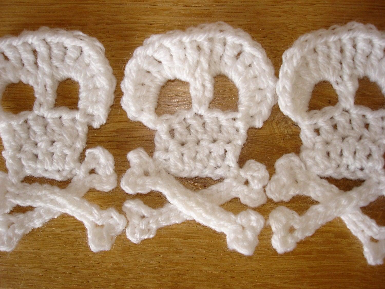 Crochet Patterns Skull : crochet skull and cross bones pattern by steelandstitch on Etsy