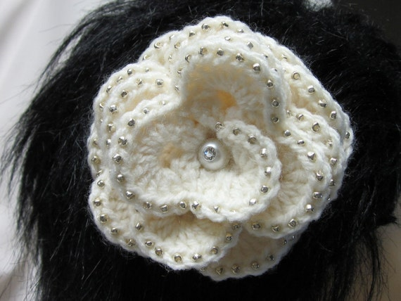 Sale 20% off / Beautiful Crochet Flower Hair Clip with Beads