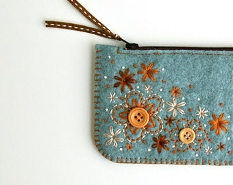 Felt Coin Purse Wallet ø Small Make Up Bag ø Hand Embroidered ø Sweet Blossoms ø LoftFullOfGoodies