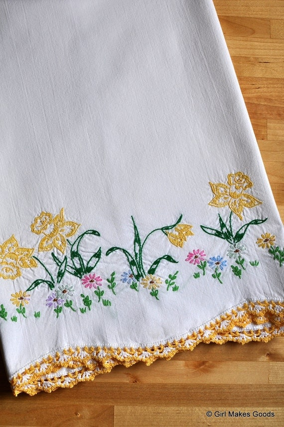 Vintage White Pillow Case with Embroidered Daffodils (Item No. 11156)