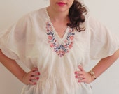 Vintage White Embroidered  Mexican Floral Blouse - SALE