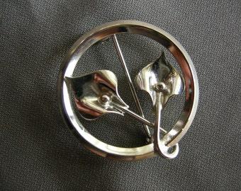 Vintage silver tone floral wreath pin/brooch