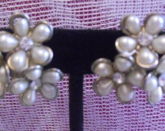 Vintage Coro Ivory  Cluster  Huggie earrings 1950's