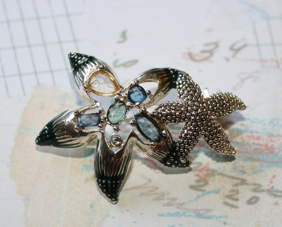 Vintage Beautiful Double Starfish Brooch