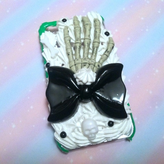 Skeleton Hand Black Bow iPhone 4 / 4S case