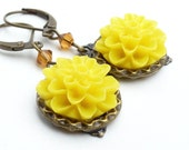 Bright yellow earrings, spring yellow flower earrings, sunshine yellow beaded jewelry