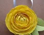 Ranunculus Ornament with Leaves