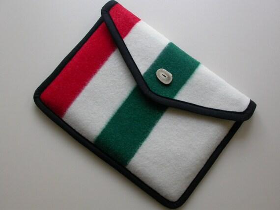 "13 "" Macbook Pro Laptop Cover, Pendleton Wool - Historic Glacier Park Blanket - Christmas red green cream color Macbook sleeve"