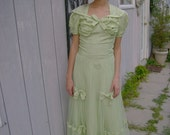 """Truly beautiful 1930's PALE GREEN  Debutante style GOWN in size Small, Bust 33"""""""