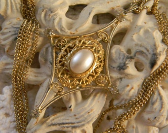 Vintage Gold Pendent with Peal Carbachon