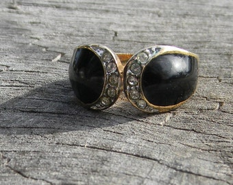 Vintage Black and Gold Ring with Rhinestones
