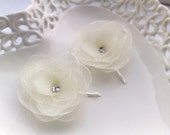 Cream Bridal and Bridesmaid's flower bobby pins - Pure, simple and elegant,