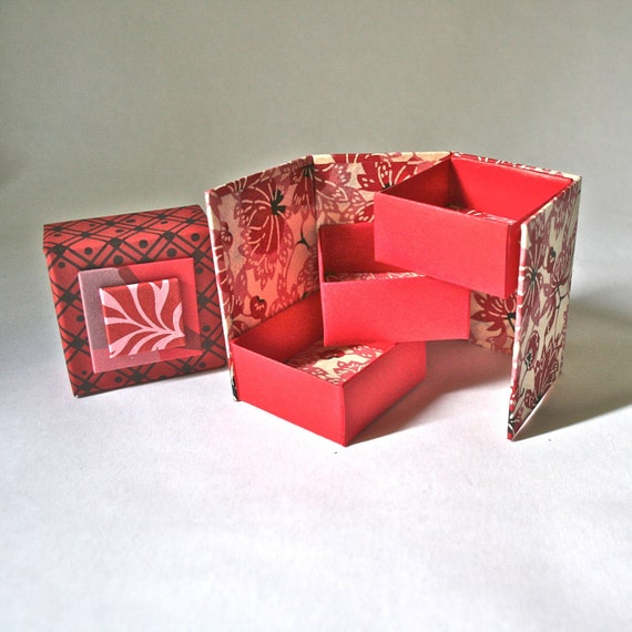 Tri-Fold Gift Box in Shades of Red & Pink