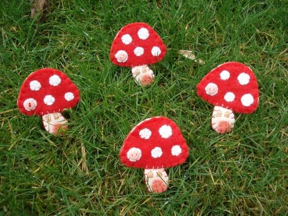 brooch pin fairy toadstool house handmade felt