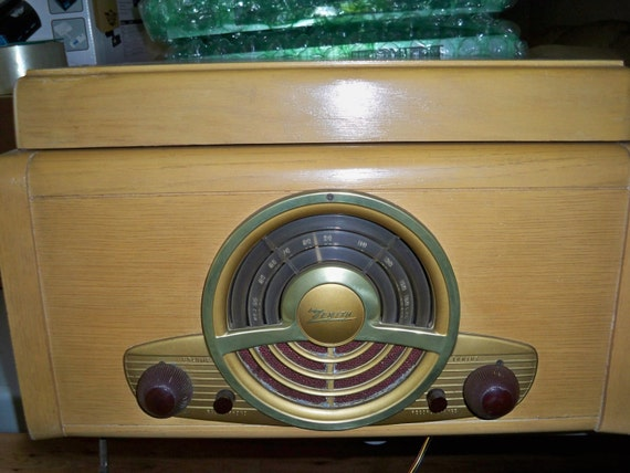 Reserved for Jesse - Vintage Art Deco Zenith Tube Radio/Record Player From The 40's - Works