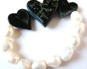 "Bracelet ""Opposites"" - Handcarved Potstone Hearts, Genuine Freshwater Pearls"