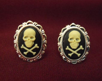 Mens Cufflinks, Silver Gothic Pirate Skull and Cross Bones Cameo Cufflink,  Groomsmen Wedding Accessory