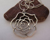 QQice'' Silver-Rose-Necklace
