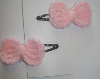 Set of 2 pink crocheted little bow hair barrettes snap clips