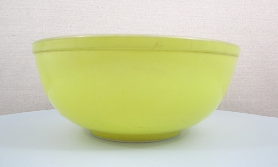 VERY OLD, Circa 1940's, Large Vintage Yellow Pyrex Mixing Bowl, 4 Qt.