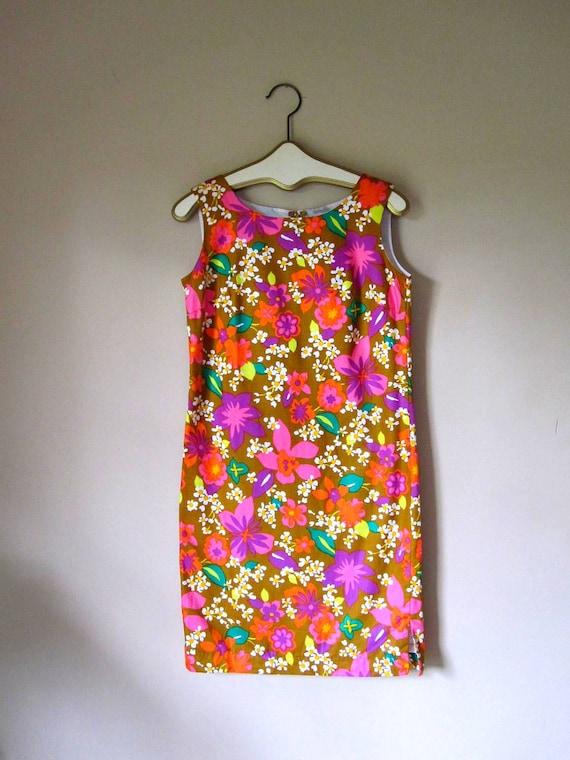Vintage Bold Hawaiian Print Shift Dress