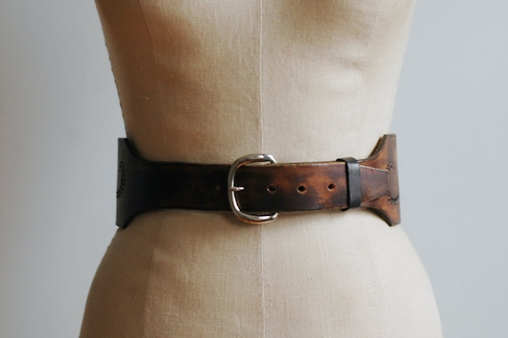 """Vintage 1970s Tooled Leather Belt Size Small """"Nannie"""""""
