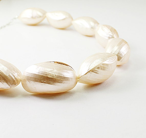 Big shell necklace - natural shell chunky necklace, beach jewelry, ivory wedding necklace