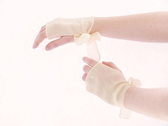 Nude Fingerless gloves Bridal bow chiffon silk OOAK by Jye, Hand-made in France