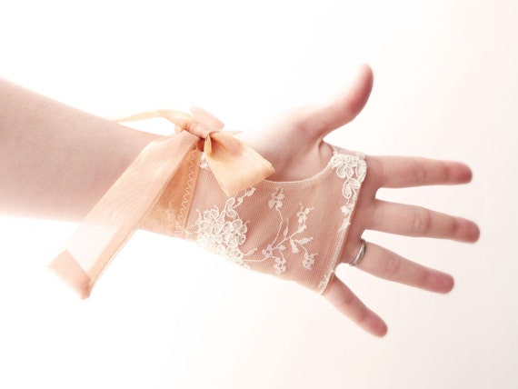 Bridal fingerless gloves French lace & golden silk organza OOAK by Jye, Hand-made in France