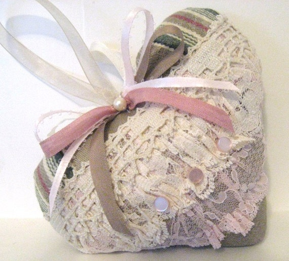 VALENTINE Sachet Heart, VICTORIAN Style, with Lavender Buds, Prim Primitive Cloth Handmade CharlotteStyle Decorative Folk Art