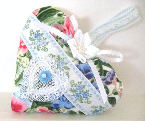 Sachet HEART, Country Cottage Chic, MULTI FLORAL, Lavender Buds, Prim Primitive Cloth Handmade CharlotteStyle Decorative Folk Art