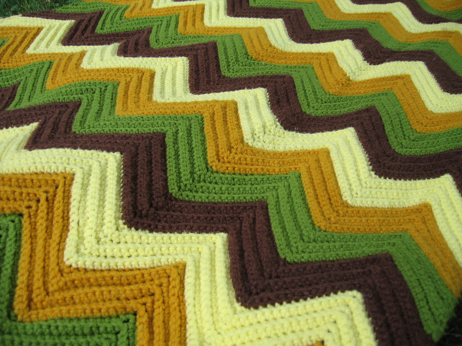 Green Crochet Afghan Pattern : Vintage Crochet Afghan Blanket Zig-Zag Pattern Green Brown