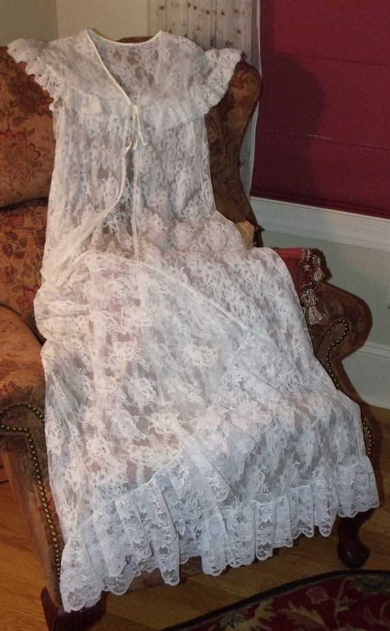Vintage Lace Peignoir Robe Jenelle of California USA Ivory Wedding Roses Lingerie Size Small Free Shipping