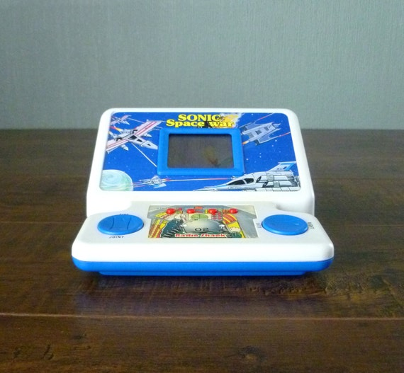1980s Radio Shack Sonic Space War Electronic Hand Held LCD Game. Table Top Arcade Style Scrolling Star Shooter. 2 x AA Battery Powered.