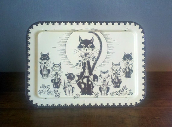 Vtg Tin TV Tray Set. Metal Server Serving Platter. Yellow and Brown Singing Kitty Cats in the Moon Light. Breakfast in Bed. Clovers.