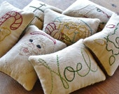 Christmas Decorative Pillows - Primitive Bowl Fillers - Noel - Tucks - Santa Claus - Stocking - Tree - Retro Lights - Gift - Green Plaid