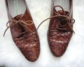 R E S E R V E D // vintage Trotters brown leather woven oxfords
