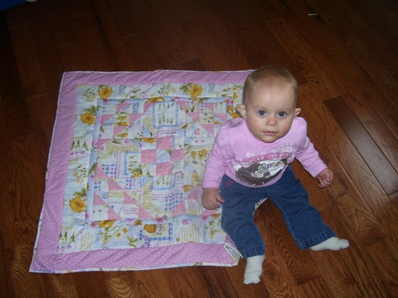 Small baby quilt for car seat or stroller.
