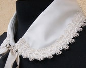 Sweet silk and lace collar