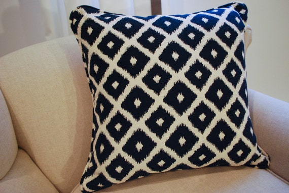Geometric 20 x 20 pillow cover in Navy and white